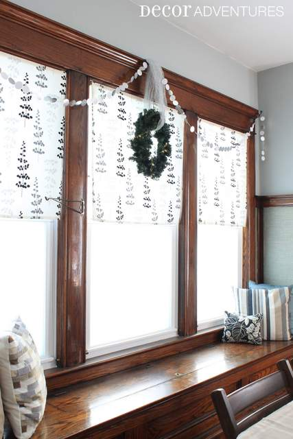 Holiday Decorations in Dining Room