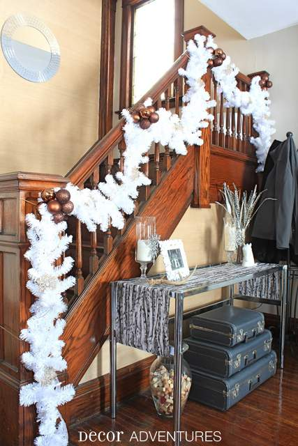 Holiday Staircase White Garland