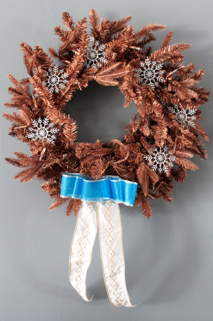 Spray Painted Holiday Wreaths at Decor Adventures