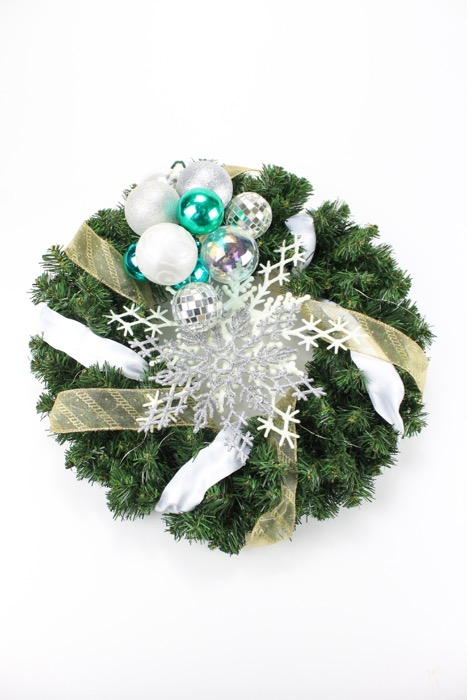 Five Steps to Beautiful Holiday Wreaths